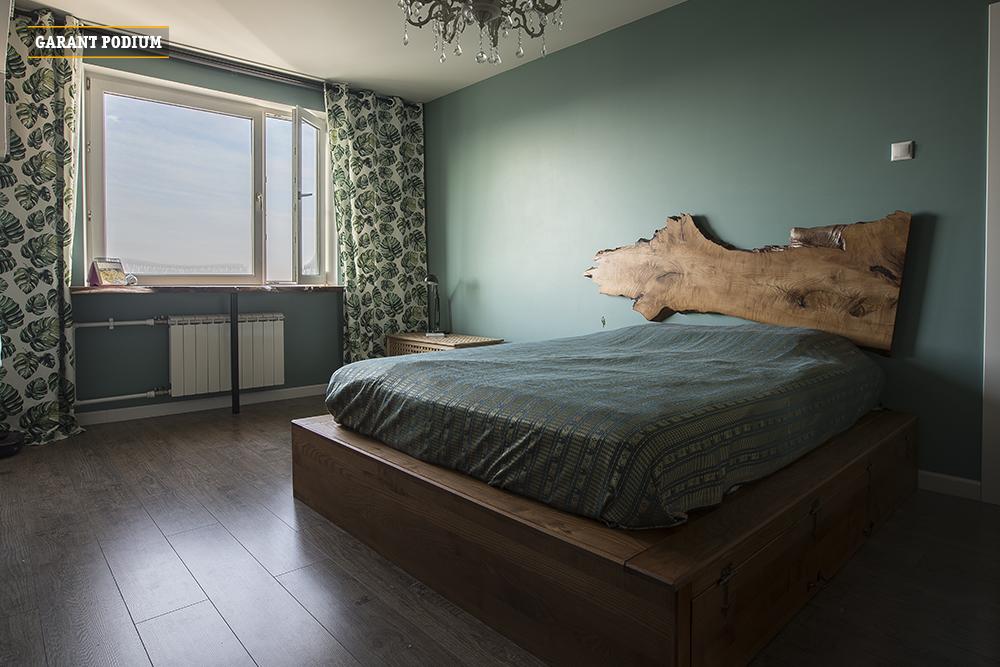 Подиум-кровать в средневековом стиле