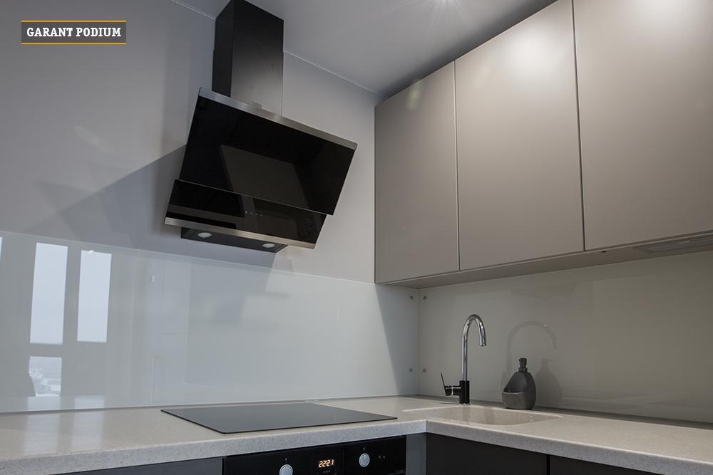 Кухня из декоративных плит