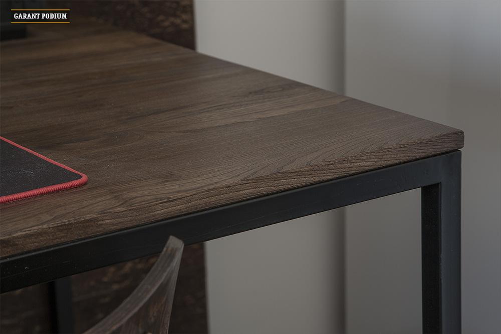 Подиум со столом